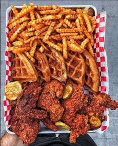 Chicken and waffles are the perfect Sunday brunch! I Love Food, Good Food, Yummy Food, Hamburger Dom, Sleepover Food, Junk Food Snacks, Food Goals, Aesthetic Food, Food Cravings