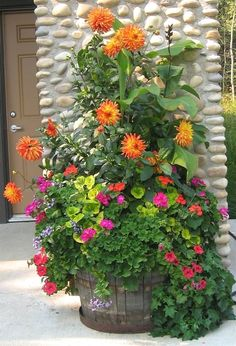Phenomenal Best Container Gardening Design Flowers Ideas: 25+ Beautiful Container Gardening Picture https://decoredo.com/17321-best-container-gardening-design-flowers-ideas-25-beautiful-container-gardening-picture/ #GardenDesign #ContainerGardening