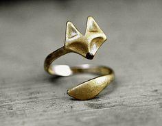 **Zu unseren beliebten Ohrsteckern, Armreif und zur Kette gesellt sich nun ein weiteres Füchslein als Spiralring.**  Der Fuchs wurde von uns von Hand vergoldet. So entsteht nicht nur eine...