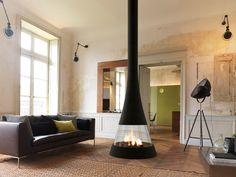 Téléchargez le catalogue et demandez les prix de Linea 914 By jc bordelet, cheminée centrale incurvée avec vitre panoramique, Collection cheminées et poêles