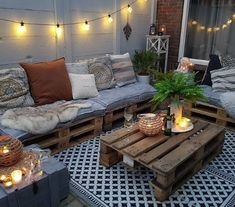 Pallet Garden Furniture, Diy Outdoor Furniture, Outdoor Decor, Garden Pallet, Small Balcony Design, Small Balcony Decor, Pallet Bank, Pallet Tv, Wooden Pallets