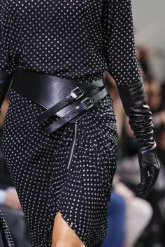 Michael Kors Collection Fall 2017 Ready-to-Wear Fashion Show : See detail photos for Michael Kors Collection Fall 2017 Ready-to-Wear collection. The complete Michael Kors Collection Fall 2017 Ready-to-Wear fashion show now on Vogue Runway. Fashion Belts, Fashion Moda, Fashion 2017, High Fashion, Winter Fashion, Fashion Show, Fashion Outfits, Womens Fashion, Fashion Trends