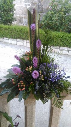 Funeral Floral Arrangements, Church Flower Arrangements, Church Flowers, Beautiful Flower Arrangements, Beautiful Flowers, Cascade Bouquet, Flower Bouquet Wedding, Arte Floral, Ikebana