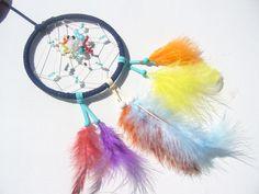 Viele Perlen  im  bunten Schlafhüter von Hochwertige  Traumfänger, Schmuck, Bilder u.v.m. auf DaWanda.com