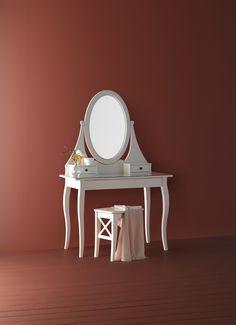 HEMNES toilettafel met spiegel | #IKEAcatalogus #nieuw #2017 #IKEA #IKEAnl #spiegel #tafel #makeup #wit #slaapkamer #badkamer