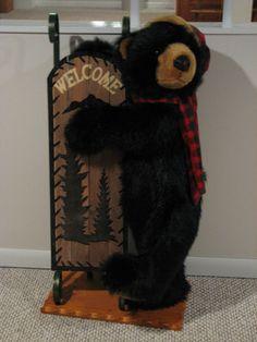 Teddy Bear with his Sled // Photo via Web....
