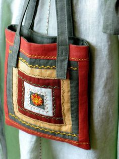 Shabby Chic Quilts Patterns Tote Bags Ideas For 2019 Shabby Chic Quilt Patterns, Shabby Chic Quilts, Patchwork Fabric, Patchwork Bags, Crazy Patchwork, Bag Patterns To Sew, Tote Pattern, Wallet Pattern, Sewing Patterns