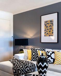 A combinação perfeita cinza+amarelo! #iluminação #luminária #cobre #inspiração #cores #blog #decor #decoração #casa #reforma #diy #mãonamassa #chevron #façavocêmesmo #escandinavo #minimalista #natural #blogquerodecor