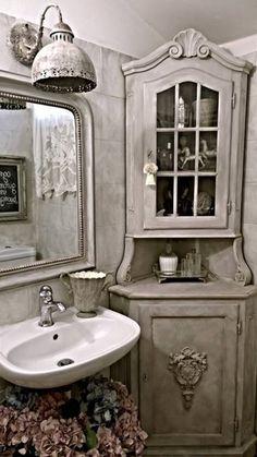 patina e riverniciatura su rivestimento bagno, mobili e complementi