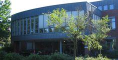 """Fachhochschule für die Wirtschaft Hannover  """"FHDW Gebaeudeteil A"""". Lizenziert unter Public domain über Wikimedia Commons."""