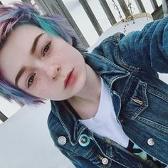(Fc Lefabulouskilljoy genderfluid pansexual) hey I'm Sam I'm 19 with depression and anxiety but I end up being very flamboyant when I get close to you. Come say hi.