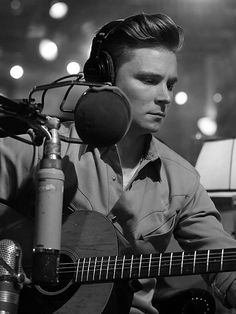 Frankie Ballard's New Album Can't Get More Country Than This: 'It's That Retreat Mentality' http://www.people.com/article/frankie-ballard-new-album-el-rio