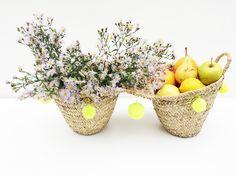 Double panier à pompon en feuilles de palmiers tressées #spain #baleares #basket #corbeille #cabas #cuisine #accessoires #palmier