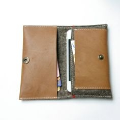 Iphone 5 wallet. Felt  leather.  Telefoonhoes en portemonnee in één.