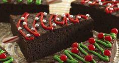 Bak een grote plak brownie en snijdt in driehoeken. Decoreer met groen, rood en zilver. Gebruik (halve) zuurstokjes als stam. Foto e... Cake, Desserts, Navidad, Pie Cake, Tailgate Desserts, Pie, Deserts, Cakes, Dessert