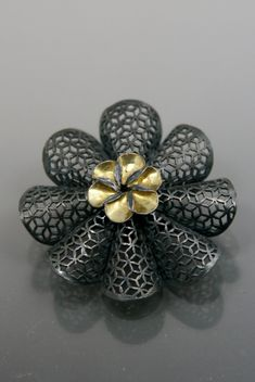 Youngjoo Yoo | Brooch, sterling silver, 18k gold