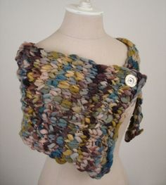 Quick and easy shoulder warmer / capelet free knitting pattern (free!) / from Phydeaux Designs :) love this yarn. Capelet Knitting Pattern, Loom Knitting, Knitting Patterns Free, Knit Patterns, Free Knitting, Caplet Pattern, Free Pattern, Knitted Shawls, Crochet Scarves
