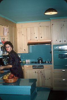 MidCentury Kitchen, Chattanooga, TN 1962 is part of Vintage kitchen Enjoy those RC Colas © Original Kodachrome slide transparency - Mid Century Decor, Mid Century House, Mid Century Style, Mid Century Design, Kitchen Retro, Vintage Kitchen Appliances, Teal Kitchen, Vintage Housewife, Mid Century Modern Kitchen