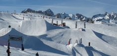 SnowPark - #snowboard - Serre Chevalier - Niché à 2000 mètres d'altitude, au cœur de la vallée, le SnowPark est un condensé de sensations offert aux amateurs d'acrobaties en tous genres !