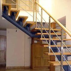 Escalera interior en caño, hierro, acero inoxidable y madera.