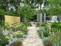 Chelsea Flower Show 2011 – Press Day Highlights Courtyard Design, Sky Garden, Chelsea Flower Show, Highlights, Sidewalk, Outdoor Structures, Landscape, Day, Outdoor Decor