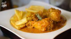 Hoy os traigo una de las recetas de pollo guisado más ricas que existen, pollo en pepitoria. Tengo que reconocer que jamás lo había hecho por eso seguí la receta de mi amigo Alfonso de Recet...