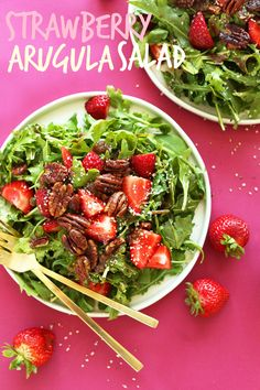 Strawberry Rucola-Salat mit Brown Sugar Pekannüsse und ein warmes Schalottenvinaigrette!  #vegan #Recipe #salad #glutenfree #healthy