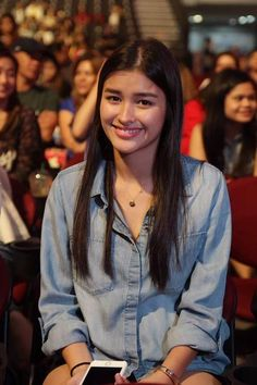 joyelle ‏ Nov 21 Am I the only one who loves this Liza Soberano kind of smile? Filipina Actress, Filipina Beauty, Liza Soberano Instagram, Lisa Soberano, Filipiniana Dress, Filipino, Celebs, Celebrities, Beautiful Actresses