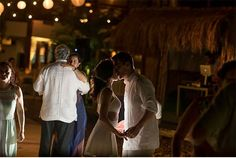 Cartagena Wedding posted on Hand-Painted Weddings. Photo credit: Pedraza Producciones. Beach Wedding. Destination Wedding.