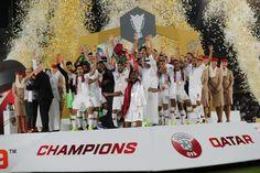 เมื่อวันที่ 1 กุมภาพันธ์ การแข่งขันฟุตบอลเอเชียนคัพ 2019 รอบชิงชนะเลิศ ระหว่างทีมชาติญี่ปุ่น พบ ทีมชาติกาตาร์ ที่สนามซายิด สปอร์ต ซิตี้ เวลา 21.00 น. ซามูไรบลูอดีตแชมป์สี่สมัยในรอบรองชนะเลิศล้มตัวเต็งอย่างอิหร่าน 3-0 เกมนี้ ฮาจิเมะ โมริยาสุ จัดส่งดาวดังที่ค้าแข้งในยุโรปลงสนามอาทิ มายะ โยชิดะ,ยูยะ โอซาโกะ และ ทาคุมิ มินามิโนะ ส่วน ม้ามืดในการแข่งขันครั้งนี้รอบที่ผ่านมาเอาชนะเจ้าภาพยูเออี 4-0 และยังไม่เสียประตูต่อทีมใดและเก็บสถิติชนะรวด อีกทั้งยังได้ บาสซัม อัล รอวี พ้นโทษแบนกลับมา… Champion, 21st, Football, Asian, Jackets, Dresses, Soccer, Down Jackets, Vestidos