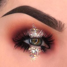 Eye Makeup Tips – How To Apply Eyeliner Glam Makeup, Makeup Inspo, Eyeshadow Makeup, Beauty Makeup, Hair Makeup, White Eye Makeup, Party Eye Makeup, Maybelline Eyeshadow, Bright Eye Makeup