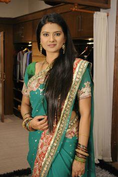 Beautiful Girl In India, Beautiful Women Over 40, Beautiful Saree, Beautiful Bollywood Actress, Most Beautiful Indian Actress, Indian Tv Actress, Indian Actresses, Beauty Full Girl, Beauty Women