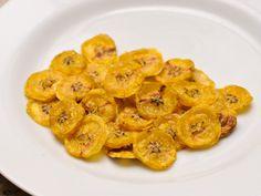 Les chips de bananes sont de délicieuses tranches de bananes cuites au four, frites, préparées au microonde ou déshydratées. Leur goût sera légèrement différent selon le mode de préparation choisi, voici donc quelques options. Évidemment ce...