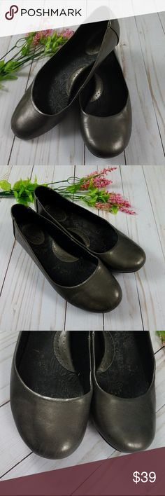 b.o.c. Born Pewter Metallic Sherbert Ballet Flat 8 This silhouette speaks volumes of style with a faux leather metallic finish. The rounded-toe and traditional ballet flat shape create a contemporary, casual allure.     Great condition! Thank you for looking and please check out my closet! b.o.c. Shoes Flats & Loafers