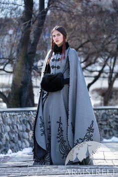 "Medieval Fantasy Woolen Coat ""Queen of Shamakhan"" - moda Medieval Dress, Medieval Clothing, Medieval Fantasy, Gypsy Clothing, Medieval Outfits, Historical Clothing, Historical Photos, Fantasy Gowns, Fantasy Clothes"