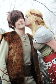 Hiccup and Astrid cosplay, How to train your dragon. by *Giuzzys on deviantART Couples Cosplay, Cosplay Outfits, Cosplay Costumes, Cosplay Ideas, Nerdy Couples Costumes, Astrid Cosplay, Couple Halloween Costumes, Halloween Cosplay, Anime Halloween