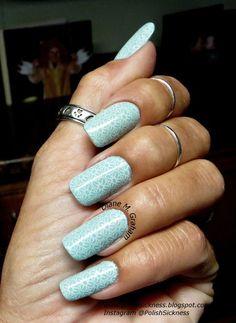 Mint green floral nails in light blue - bellashoot.com / bellashoot iPhone & iPad app