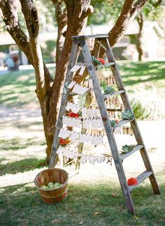 This ladder place card holder with apple basket just oozes rustic fall vibes. If you want to spice up your seating cards, adding some props is the way to go. How do you like them apples?