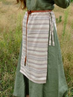 Example of early medieval Slavic apron from c. 8th-11th centuries © Kram Jaromiry i Dalebory / Etsy.