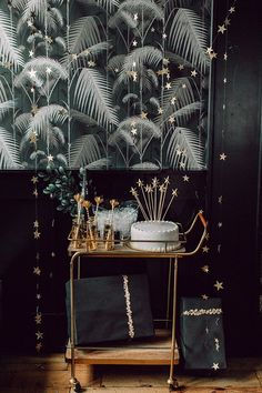 Throw a Chic Constellation Themed Party with All Star DIYs ⋆ Ruffled - Celestial ✨ - Throw a Chic Constellation Themed Party with All Star DIYs ⋆ Ruffled You are in the right place ab - Star Theme Party, Party Themes, Party Ideas, Bridal Shower Decorations, Diy Party Decorations, Birthday Decorations, All Star, Diy Foto, Palm Springs