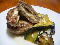 Aromas da Ria:#Hambúrgueres recheados com queijo e legumes grelhados a acompanhar #queijo#legumes grelha...
