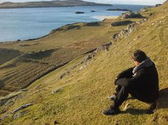 Inishbofin has 3 Looped Walks, all with stunning views of the Islands beautiful scenery. Destinations, Connemara, Beautiful Scenery, Trek, Places Ive Been, Coast, Country Roads, Mountains, Walks