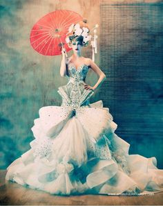 incredible. Amato Couture Spring Summer 2012 BridalCollection Style Couture, Haute Couture Fashion, Dior Couture, Japan Fashion, Fashion Art, Editorial Fashion, Fashion Design, High Fashion, Crazy Fashion