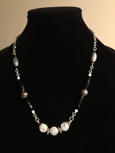 Tres beads necklace