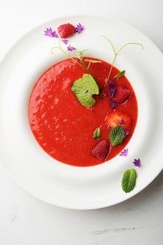 ¿A quién le apetece un #gazpacho de sandía fresquito para comer? ¡Apunta la #receta! Gazpacho Soup, Soup Recipes, Healthy Recipes, Canapes, Tapas, Panna Cotta, Soups, Detox, Veggies