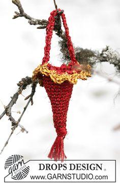 """Kræmmerhus med blondekant i """"Cotton Viscose"""" og """"Glitter"""" til Jul. ~ DROPS Design"""