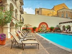World-class fine dining and Spanish Colonial-style architecture elevate our guests' experience at the Omni La Mansion Del Rio in San Antonio TX. Click Book Now at link in bio.