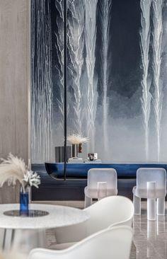 Showroom Interior Design, Interior Design Living Room, Music Bedroom, Dubai Houses, Feature Wall Design, Hotel Lobby Design, Reception Desk Design, Counter Design, Luxury Apartments