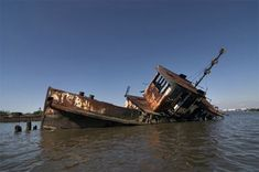 The Bayou Plaquemine - Photo of the Abandoned Staten Island Boat Graveyard Abandoned Buildings, Abandoned Ships, Abandoned Places, Spooky Places, Ocean Themes, Staten Island, Shipwreck, Old Barns, Salt And Water