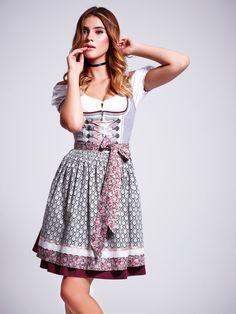 """Mit dem Dirndl """"Fashion Queen"""" aus der Krüger Madl by Stefanie Giesinger…"""
